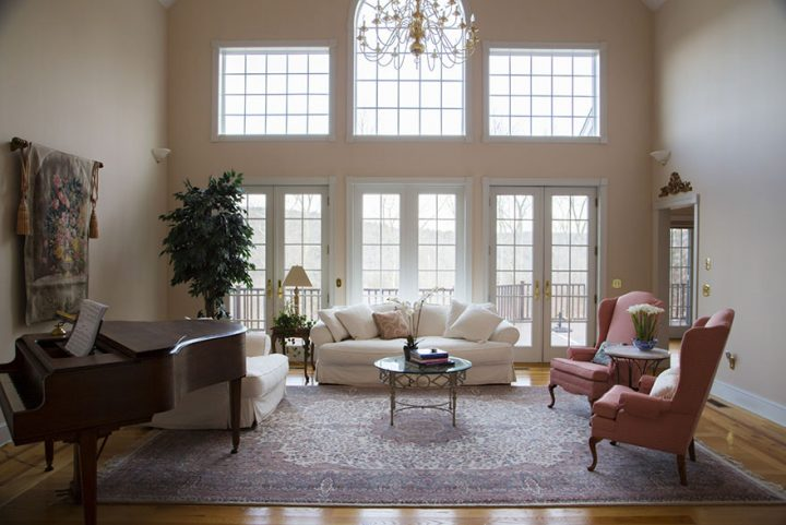 Important tips for buying antique Persian rug for family use
